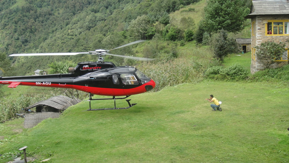 Landing_Helicopter_Adventure_Alternative_Nepal.JPG