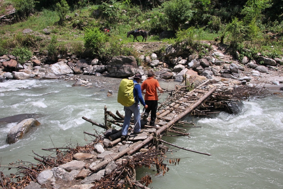 nepal_langtang_crossing-bridge.jpg