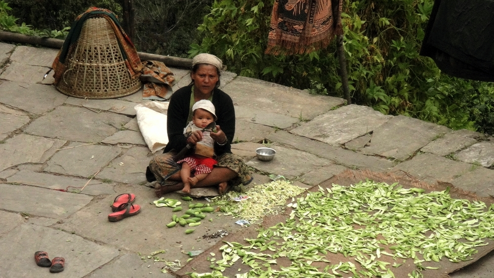 Woman_with_child_Ghorepani - Poon Hill_Trek_Adventure_Alternative_Nepal.jpg