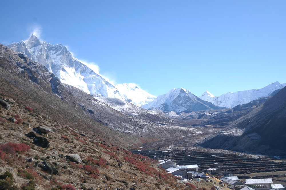 EverestGokyoLake_valley_AANepal.JPG