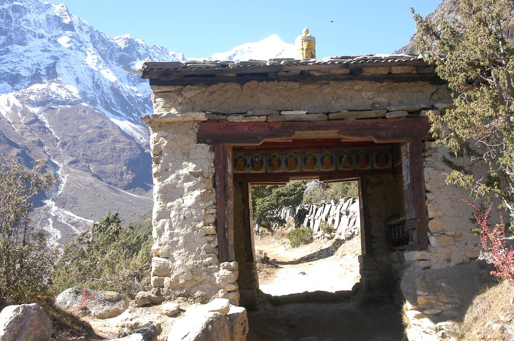 EverestGokyoLake_RoadTunel_AANepal.JPG