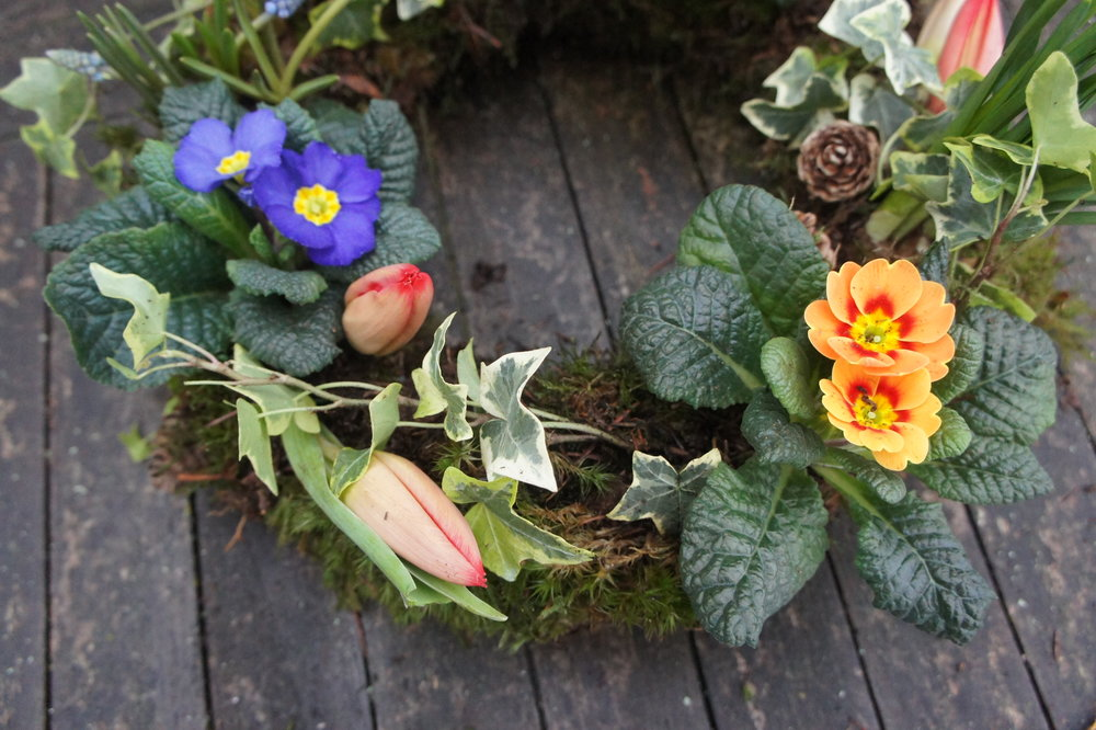 natural funeral flowers living wreath spring (2).JPG