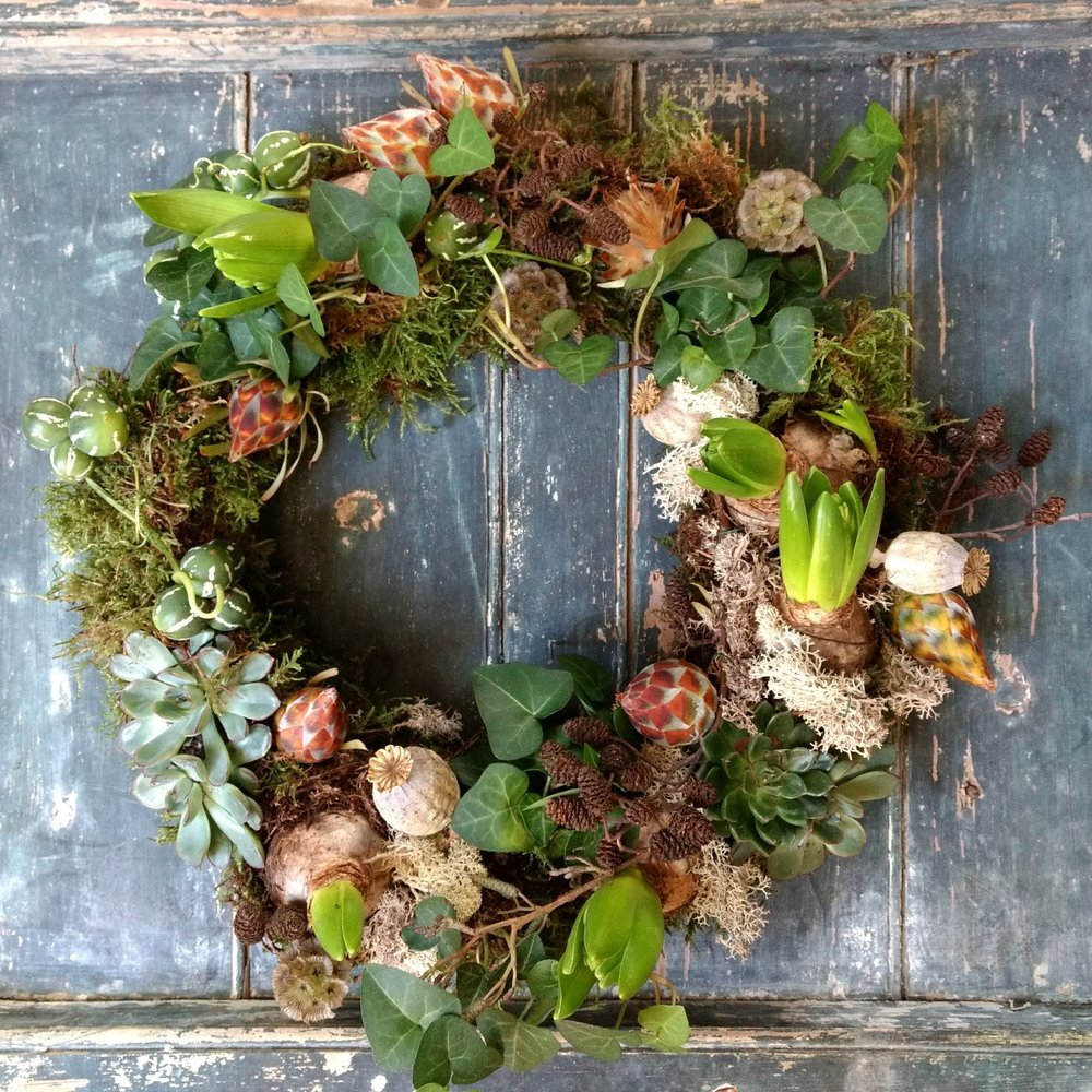 naturalfuneralflowerslivingwreath.jpg