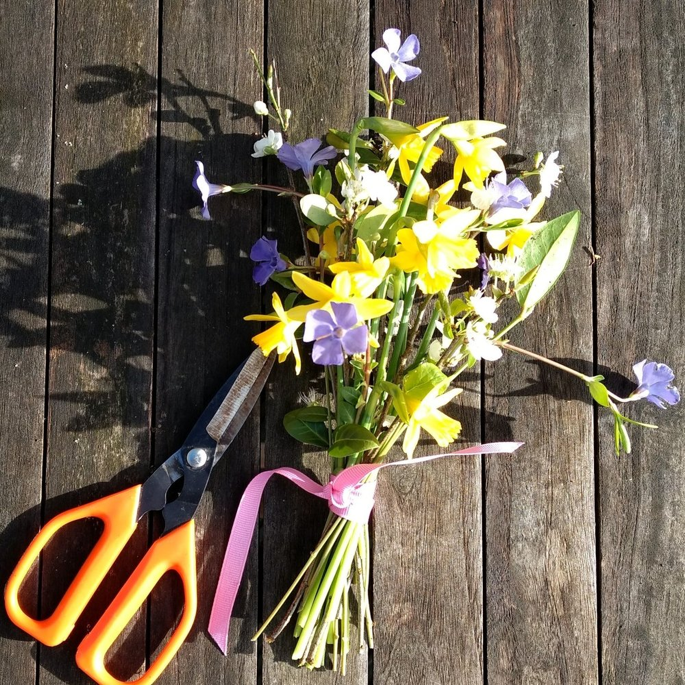 natural funeral flowers posy (2).jpg