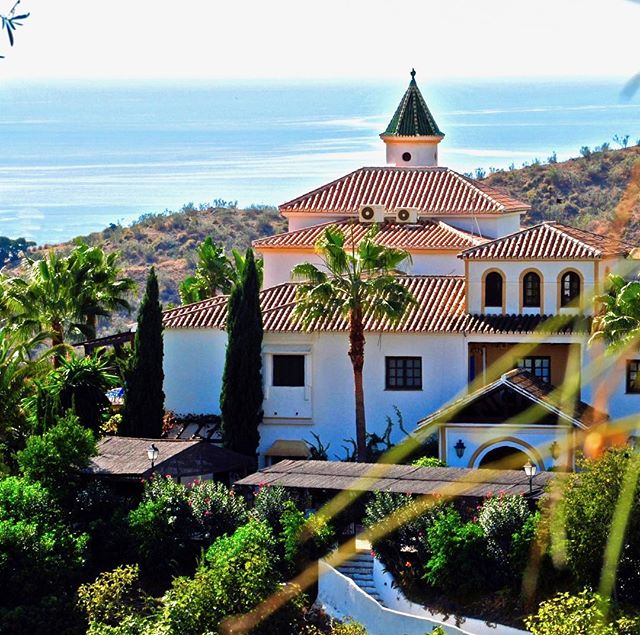 ⭐️ ANNOUNCING AN AMAZING YOGA RETREAT ⭐️ . Join me and @alisonwestyoga in the Andalusion countryside June 15-22 for a refreshing week of Yoga for Back Health. Restore, revitalize, and re-align your spine in a peaceful setting with views of the Spanish Mediterranean. . Centro Santillan is a stunning yoga resort just outside of Malaga. Enjoy fresh farm-to-table meals, garden walks, hiking, swimming, massage...all while learning about your back and how to maintain sound posture, safe movement, length, and strength. . Save $200 if you register by December 17! . Read more at yogaunion.com/retreats . See you there! . #yogaretreat #yogaretreatspain #centrosantillan #alisonwestyoga #kaitlynmhipple #yogaforbackhealth #yogaforbackcare #backhealth #backstrength #herniation #splondlylolisthesis #backpain