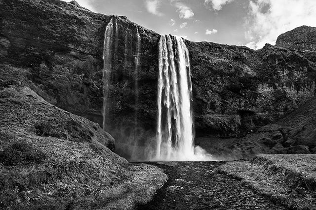 Seljalandsfoss - Iceland • • • • •  #visiticeland #waterfall #landscapelovers #bnw_guru #bnw_society #bw_lover #fineart_photobw #flair_bw  #bnwsouls #bnwmood #bnw_life #bnw_life_shots #bw_perfect  #bnw_captures #mycanon #waterfall #nature #explore #instadaily #photojournalist #picoftheday #lifestyle #clarity #adventure #drama #adventure #outdoors #hiking #giant #mystopover