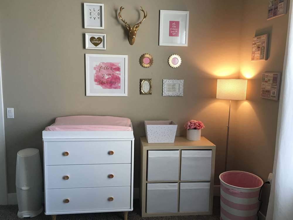 Changing station: Babyletto lolly dresser, Colgate Natural Changing Pad,Burt's Bees Organic Cotton Cover