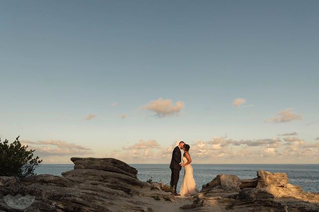 It's a cloudy and rainy evening in Bermuda today; a balmy 75F/24C degrees. To brighten up the island's day, we're remembering the lovely wedding of Alyssa & James at Astwood Cove Park when there was sunset light for days!  Wedding Planner: @bermuda.bride