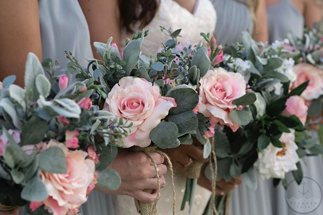 There are some lovely shades of color going on in these bouquets!