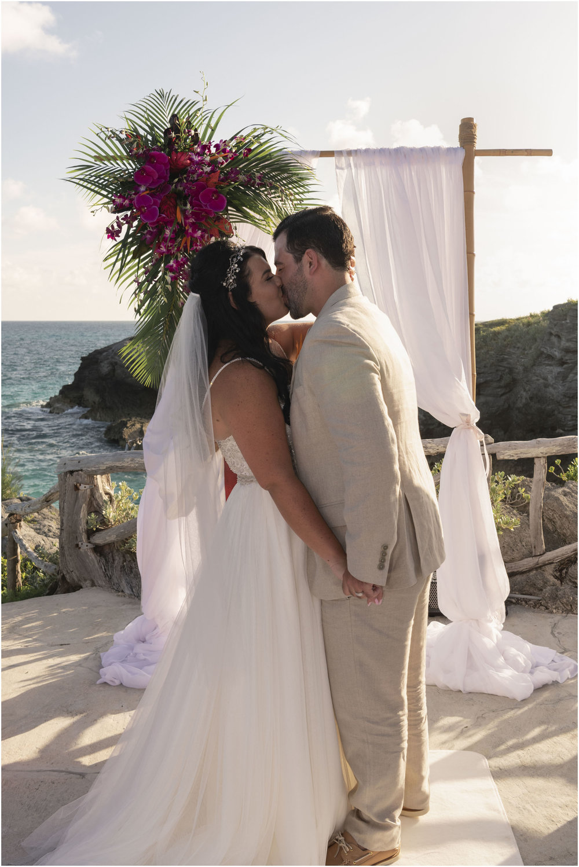 ©FianderFoto_Bermuda_Wedding Photographer_Hamilton_Princess_Brielle_Brandon_030.jpg