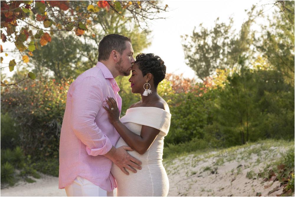 ©FianderFoto_Bermuda Maternity Photographer_Jennifer_Jonathan_026.jpg