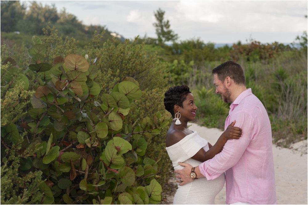 ©FianderFoto_Bermuda Maternity Photographer_Jennifer_Jonathan_031.jpg