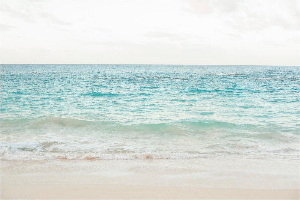 ©FianderFoto_Bermuda_Maternity_Photographer_The Reefs_Jaime__Eric_018.jpg