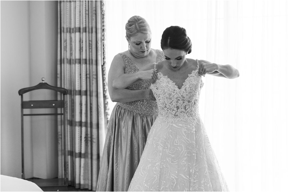 ©Fiander Foto_Bermuda Wedding Photographer_The Reefs_Taylor_Tedd_044.jpg