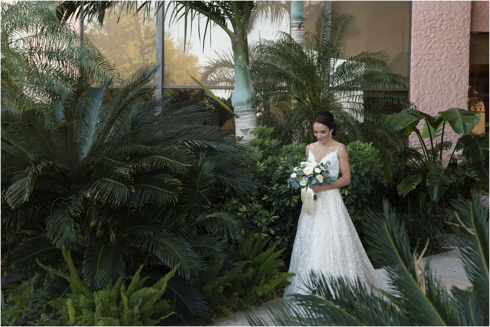 ©Fiander Foto_Bermuda Wedding Photographer_The Reefs_Taylor_Tedd_053.jpg