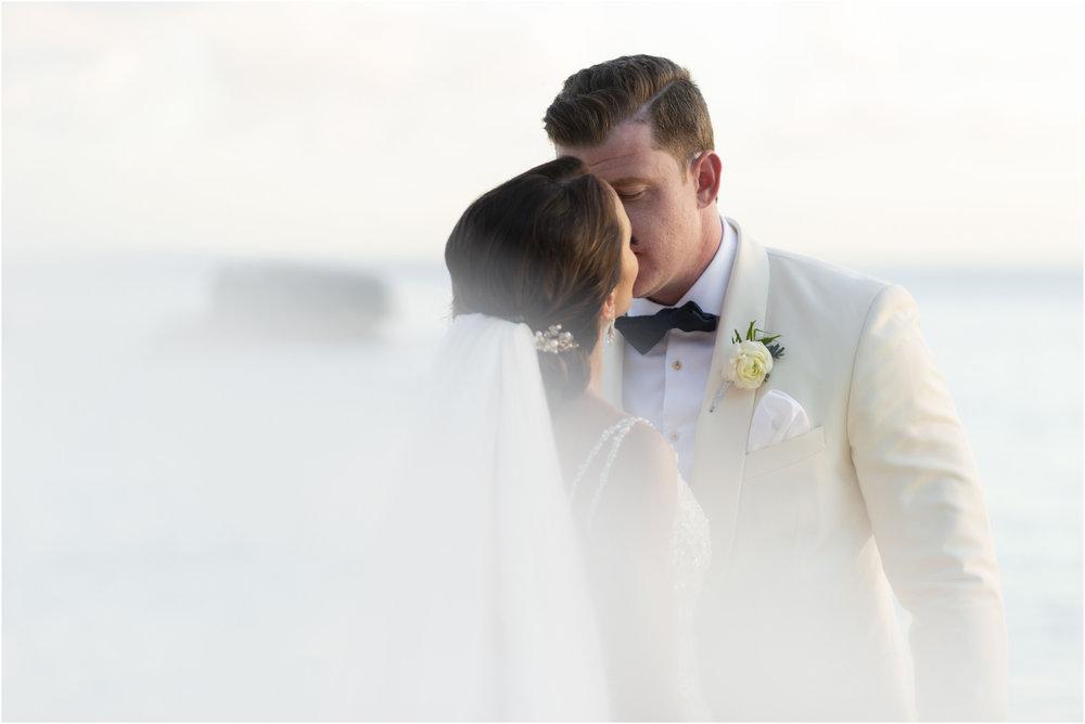©Fiander Foto_Bermuda Wedding Photographer_The Reefs_Taylor_Tedd_135.jpg