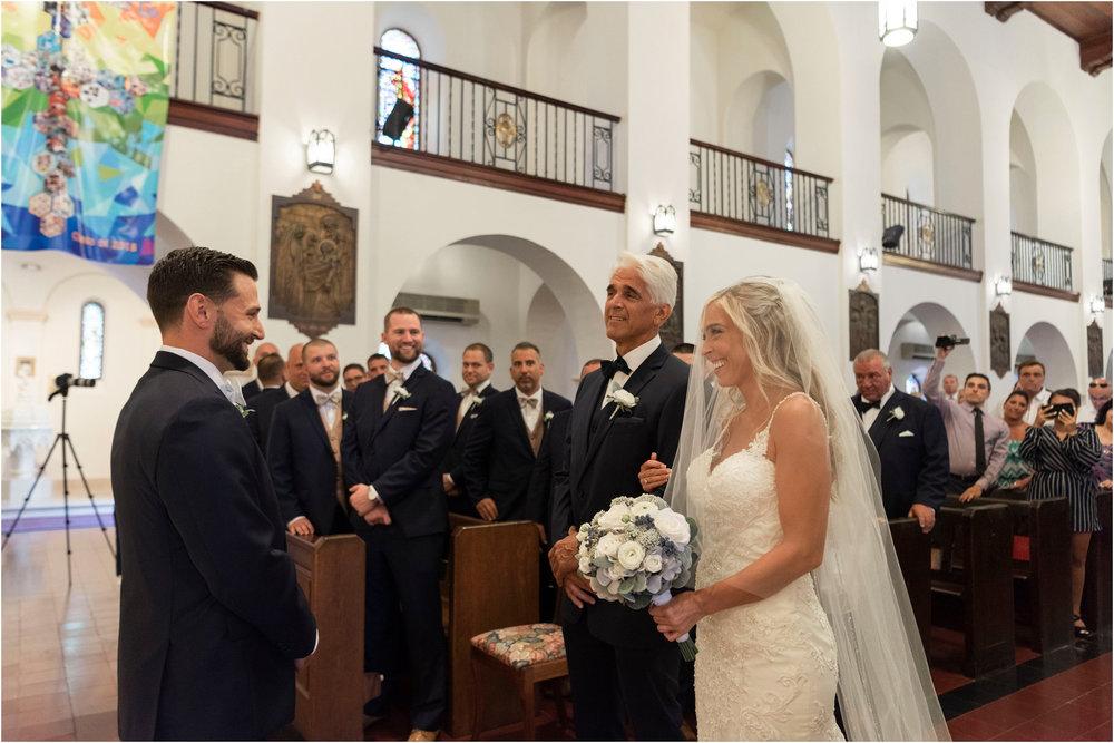©FianderFoto_Destination_Wedding_Photographer_Bermuda_Wedding_Photographer_Jaclyn_Anthony__Grotto Bay_047.jpg