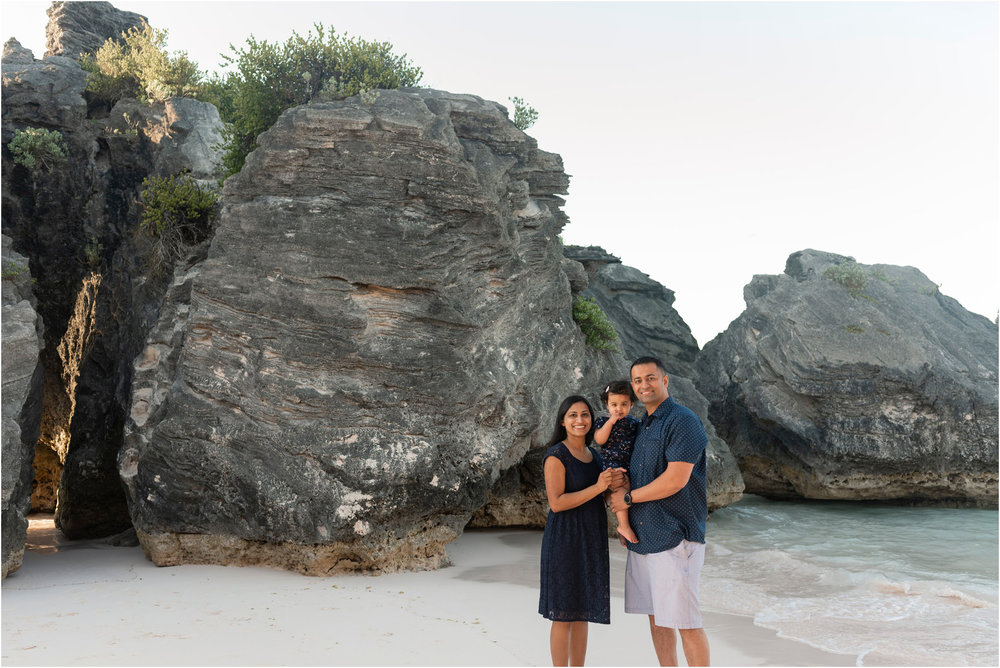 ©Fiander Foto_Bermuda Babymoon Photographer_Horseshoe Bay Beach_Bentsy_Jobin_008.jpg