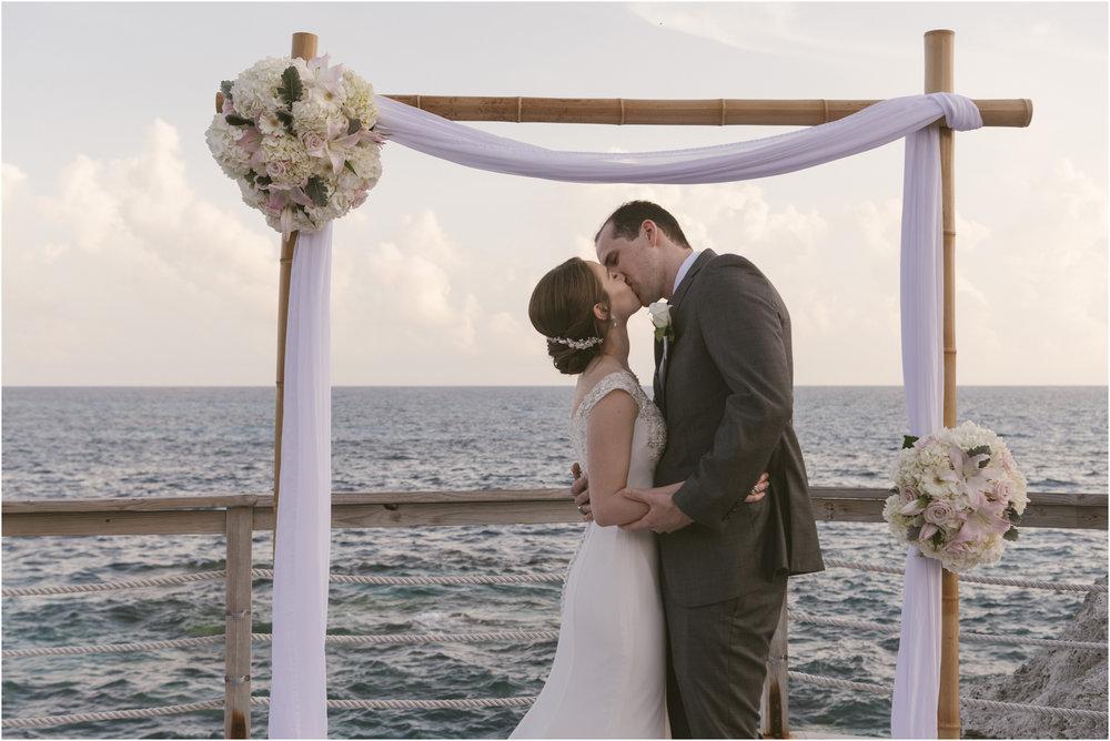 ©FianderFoto_Caribbean_Wedding_Photographer_The Reefs_Bermuda_Lauren_Erik_070.jpg