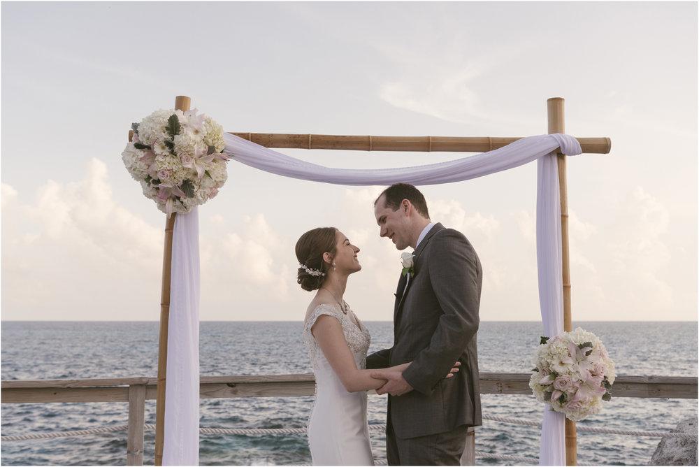 ©FianderFoto_Caribbean_Wedding_Photographer_The Reefs_Bermuda_Lauren_Erik_071.jpg