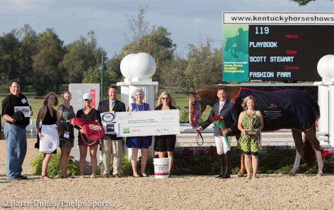 Scott Stewart and Playbook receiving their awards during the 2017 Platinum Performance/USHJA Green Hunter Incentive Championship.