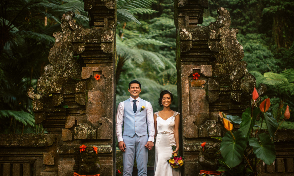 Ubud bali destination wedding tanah lot engagement for Bali mariage location