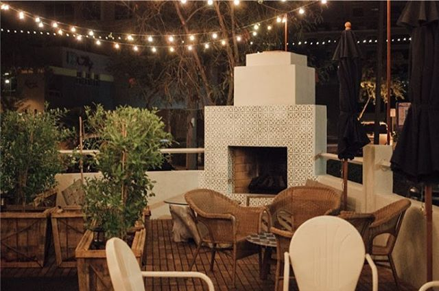 It's the perfect time of year to cozy up fireside. Com hang!