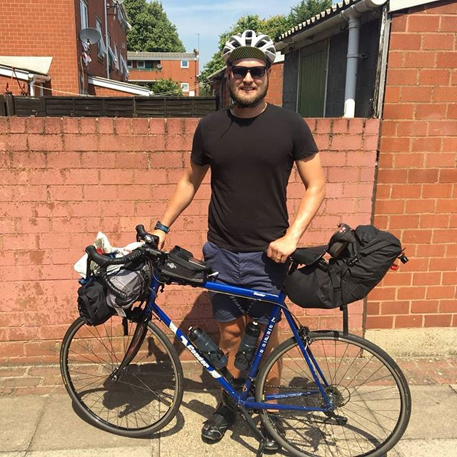 The begining of my two week 1000mile trip from Lands End to John O'Groats for @cr_uk. To donate please visit my just giving page - www.justgiving.com/fundraising/tom-lynas
