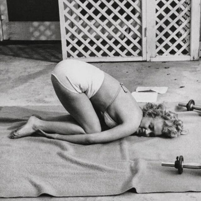 Happy Friday! It's been a home-workouts kinda morning... take it easy out there! Marilyn says so 🖤 x
