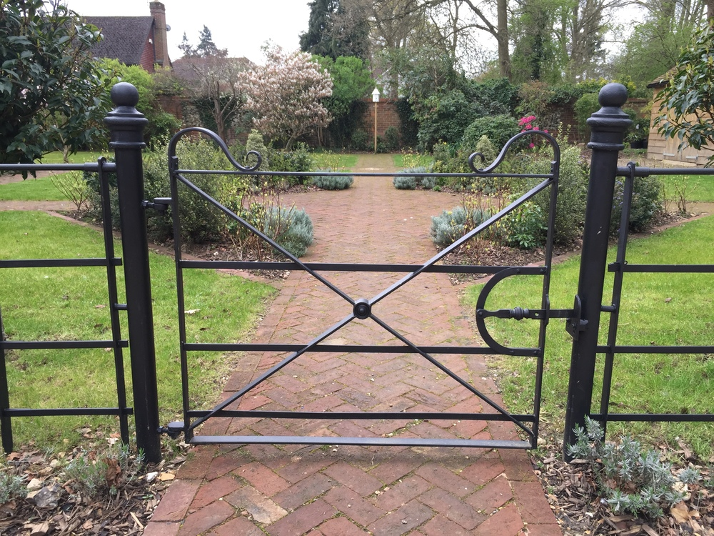 Estate railings and Victorian style pavers