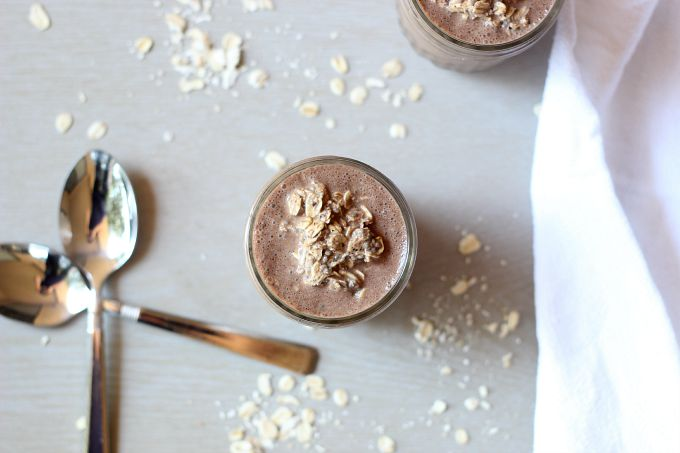 Not a lot of time to spend on breakfast in the morning? Try these healthy cocao hemp overnight oats!