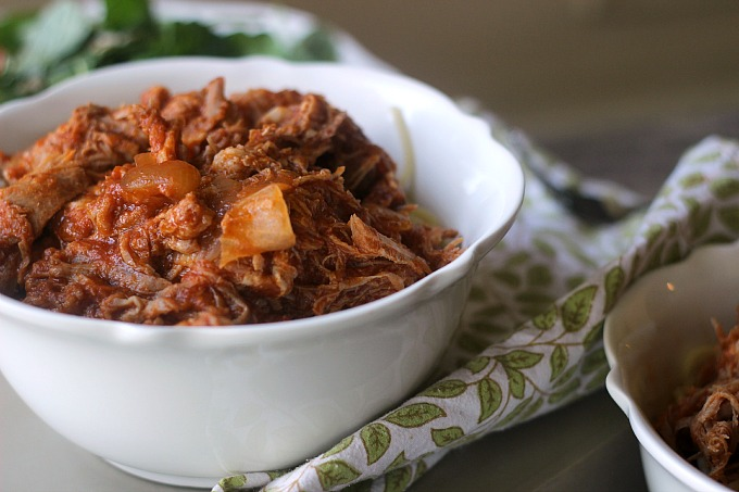 3 ingredient slow cooker pork ragu // Natasha Red