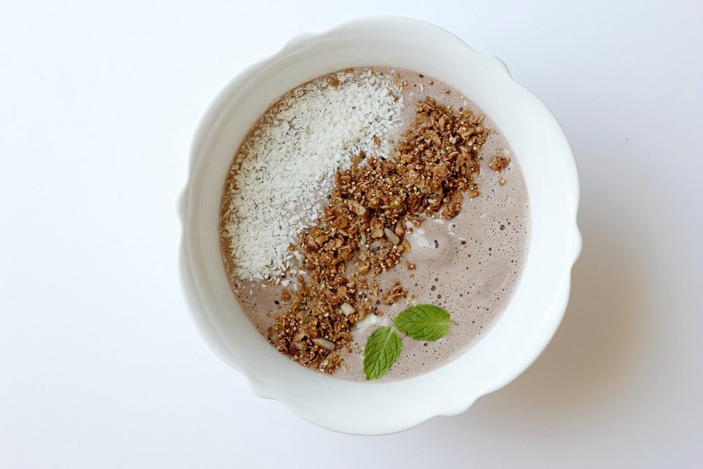 Mint Chocolate Protein Smoothie Bowl with ProYo High Protein Low Fat Ice Creams // Natasha Red Blog