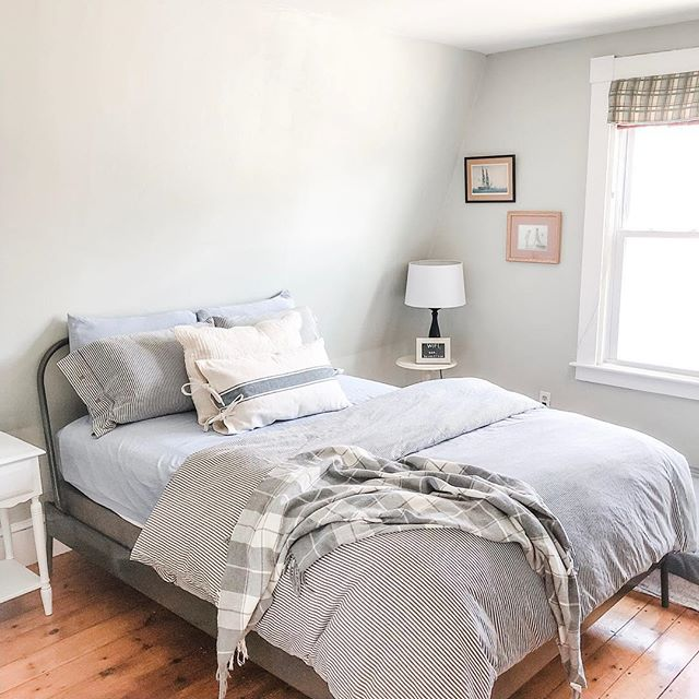 """Overnight guests and home tour continued.... ✨  We had friends stay with us this weekend and since I got the guest room all ready I thought I'd snap a pic and share with y'all today! Head to my stories for the full description of this room and tips for hosting overnight guests! Full disclosure, I got a ton of these ideas from a @nestingwithgrace blog post on guest rooms that was super helpful. We love having a room dedicated to overnight guests and love the opportunity to offer the spare room to friends and strangers alike as needs arise.  Do you have a guest room or offer a place to stay for out of town family and friends or those in need?  1 Peter 4:9-11 (NLT) says: """"Cheerfully share your home with those who need a meal or a place to stay. God has given each of you a gift from his great variety of spiritual gifts. Use them well to serve one another. Do you have the gift of speaking? Then speak as though God himself were speaking through you. Do you have the gift of helping others? Do it with all the strength and energy that God supplies. Then everything you do will bring glory to God through Jesus Christ. All glory and power to him forever and ever! Amen."""" Does it stand out to you that spiritual gifts are discussed directly after hospitality? I think Peter is telling us something by putting these two concepts together. Alexander Strauch points out in his book The Hospitality Commands that hospitality is the vehicle for expressing our spiritual gifts. I have noticed this to be so true in my own life. Verses 10-11 are lived out in the context of verse 9. Having people stay with us has proven to be an avenue where Jordan and I can express our spiritual gifts in the context of hospitality.  Have questions about this room or the nuts and bolts of hosting overnight guests? Leave them below!"""