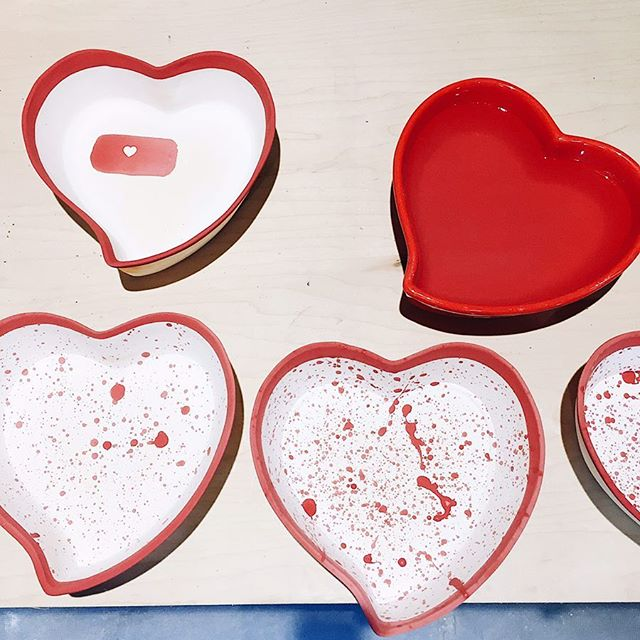 If hard-pressed, I could make a batch of 20 heart bowls, start to finish, in about 2 months. Long time, right? This doesn't mean I'm working on them all those daily hours, just that the pouring/drying/firing/glazing process can't be rushed 💅👀 This week I'll have a series of posts about my process for making the @breakfastcriminals #heartbowl. Because of a busy Spring schedule, this inaugural batch took me 5 months (⁉️I know). Pictured here you can see the original red @heartbowl along with the final splatter design and an alternate design I experimented with. This shot is toward the end of the process. Tomorrow I'll start from the beginning.... . . . . . #breakfastcriminals #harperkennedyceramics #handmade #porcelain #process #work
