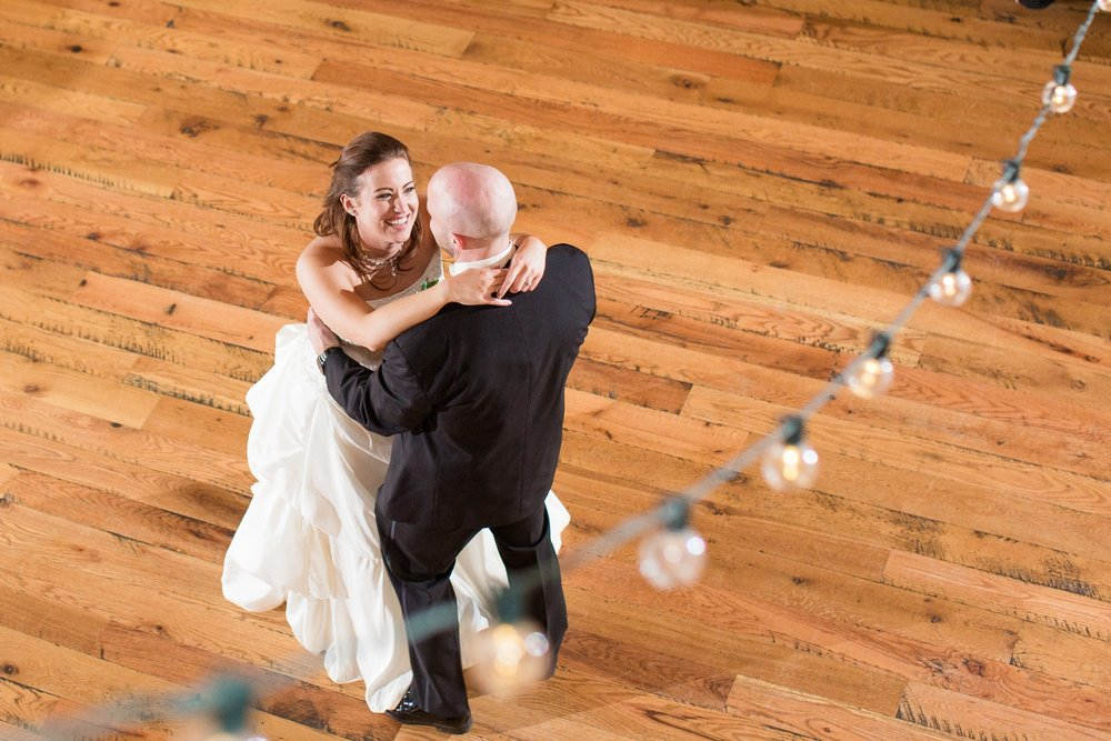 white barn wedding photos, white barn wedding pictures, white barn wedding photographers, white barn wedding pics, pittsburgh wedding photographers