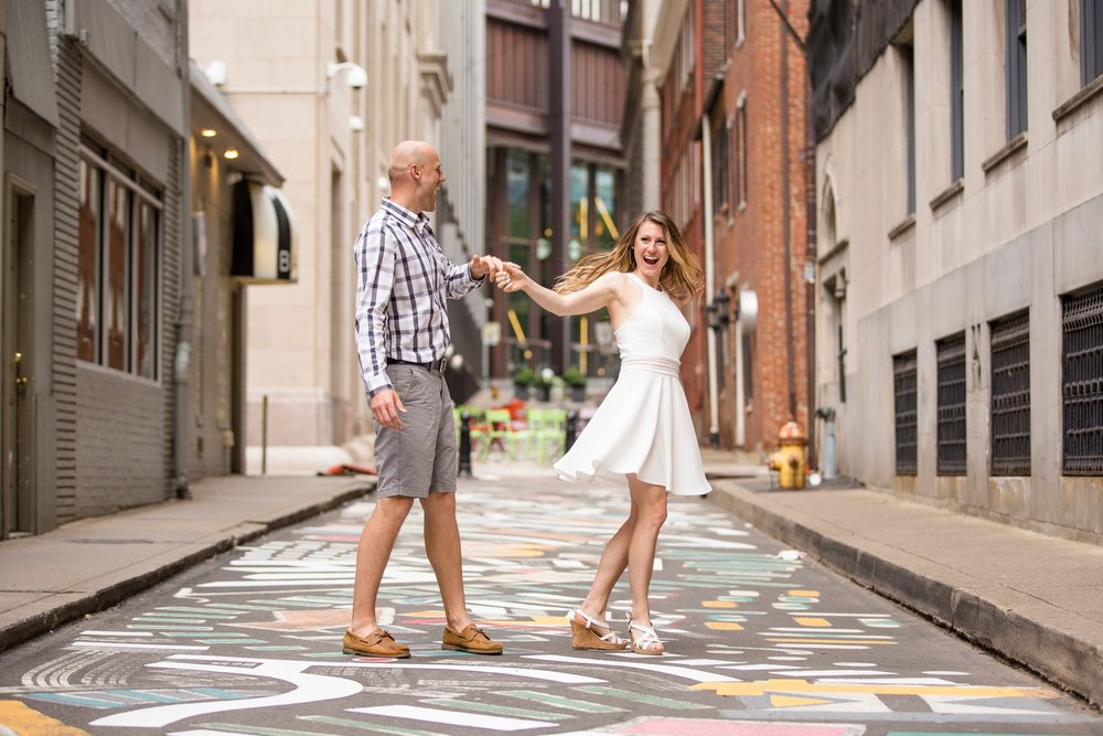 downtown pittsburgh engagement photos, downtown pittsburgh engagement pictures, pittsburgh wedding photographer, downtown pittsburgh wedding photographer