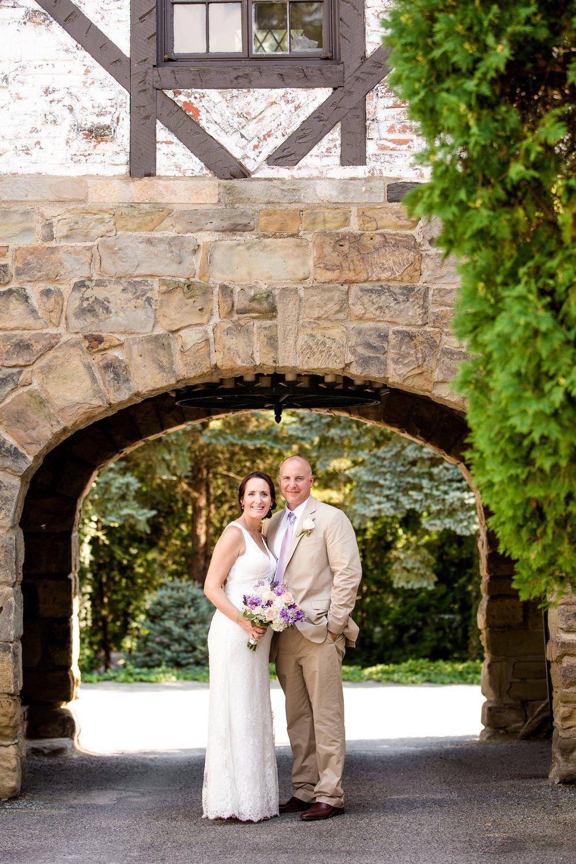 hyeholde restaurant moon township, hyeholde restaurant wedding photos, hyeholde restaurant wedding pictures, hyeholde restaurant wedding photographer, pittsburgh wedding photographer