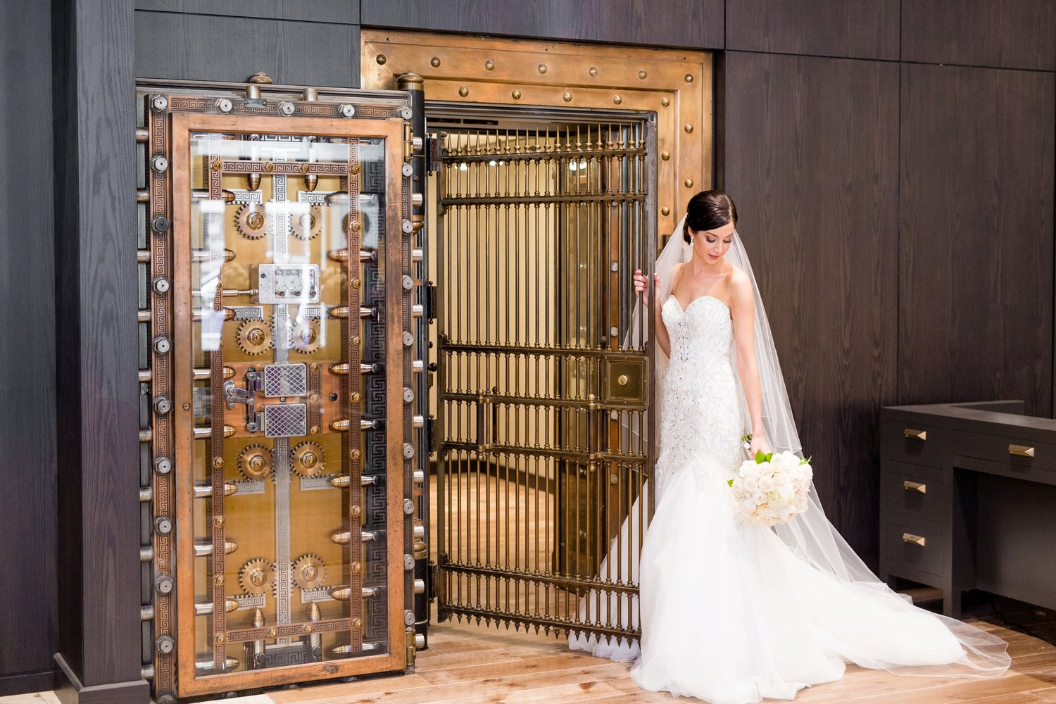 Janelle + Josh: Embassy Suites Downtown Pittsburgh Wedding Photos ...