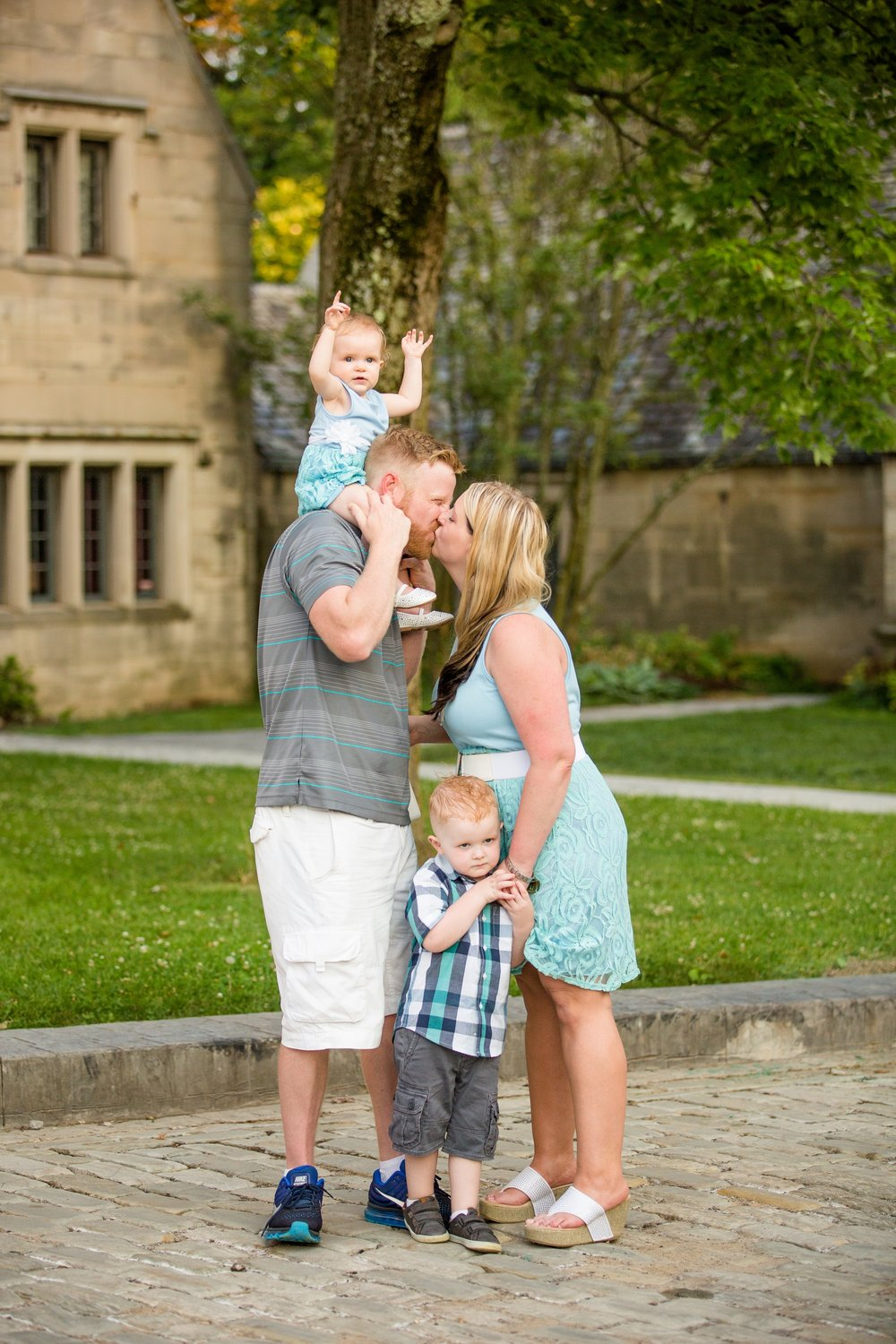 family photographer pittsburgh, hartwood acres photos, best location for photoshoot in pittsburgh, best places to take family pictures in pittsburgh, family photography ideas