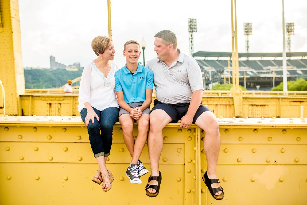 north shore family photos, pittsburgh family photographer, locations in pittsburgh for photo shoot, cranberry township family photographer, roberto clemente bridge photos