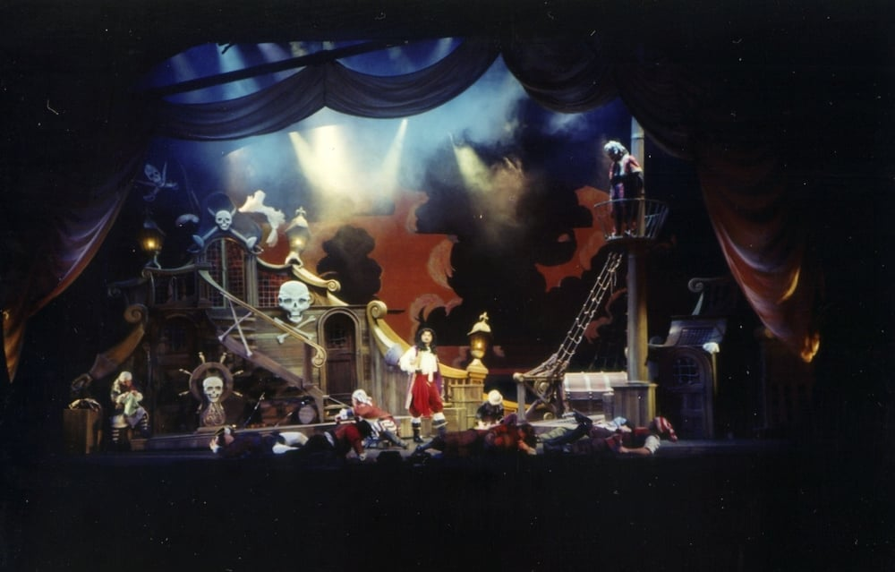 Peter+Pan+on+Broadway+Jolly+Roger+set.jpg