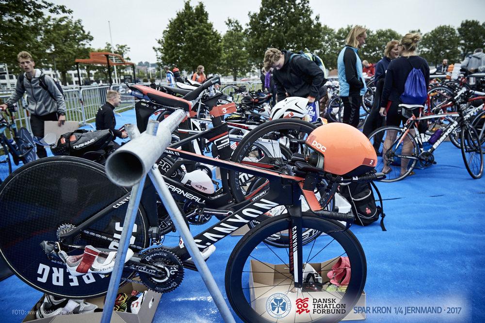 REGLEMENT   Stævnet er et motionsstævne under Dansk Triatlon Forbund og følger dermed konkurrencereglerne. Læs mere om de vigtigste regler og hvordan du skal forholde dig i forhold til udstyr mv.   Læs mere her