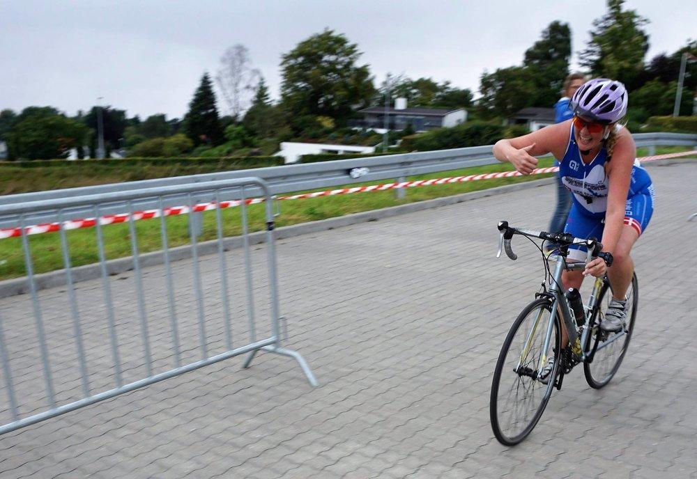 REGLEMENT   Stævnet er et motionsstævne D under Dansk Triatlon Forbund og følger dermed konkurrencereglerne.   Læs mere her