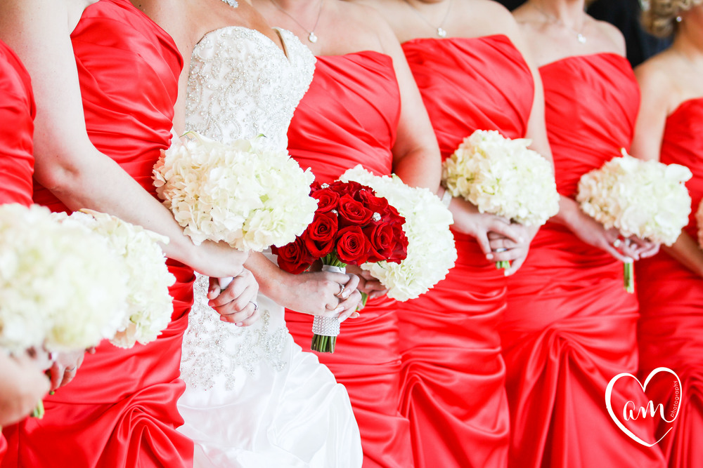 red and white bouquets at traditional orlando wedding