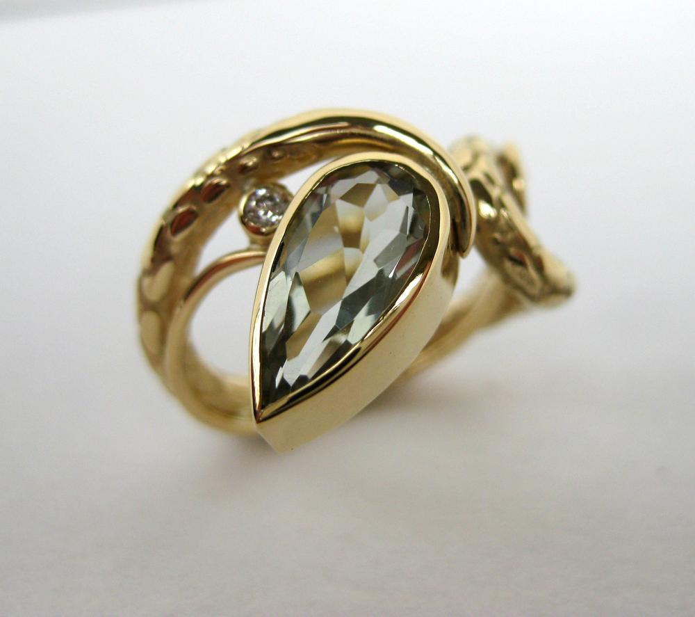 18ct Amethyst Ring