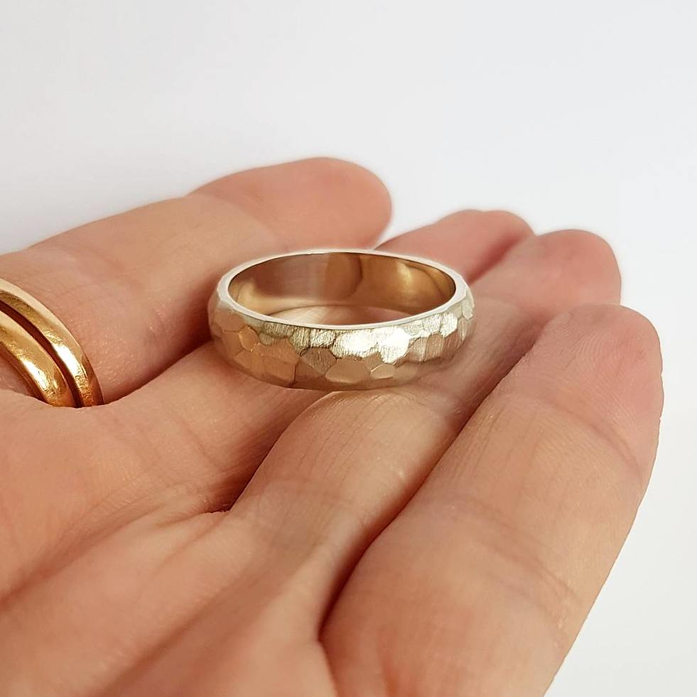 18ct Textured wedding band