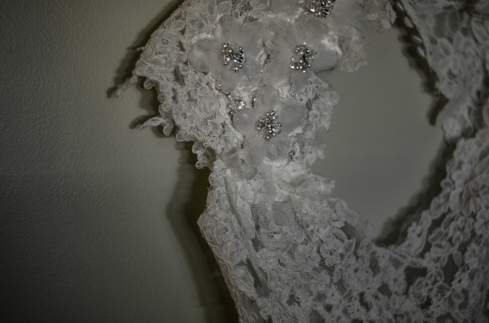 The detailing on the sleeve of Anna's lace dress was out of this world!