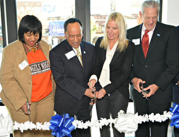Brenda Jones of Detroit City Council, and Virinder Moudgil, Amy Deines and Douglas Ebert of LTU take part in the ribbon cutting