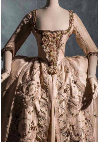 Robe de cour, vers 1778 © Jean Tholance